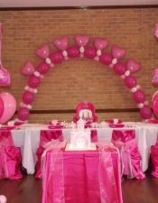 1st-birthday-princess-floor-balloon-bouquets-for-cake-table-and-heart-balloon-arch-with-clusters