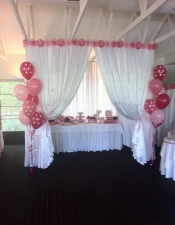 7-balloon-floor-bouquet-with-4-polka-dot-prints