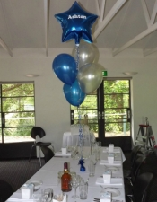 personalised-foil-star-with-4-balloons-table-bouquet